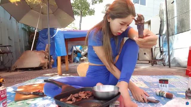 생)한별  촹작요리 대왕 호박에 같힌 솥단지 닭츄리 | Chinese TV视频
